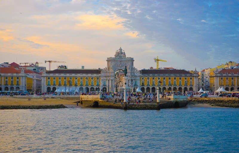 Quadrado do centro de Lisboa, opinião do rio, curso Portugal fotos de stock