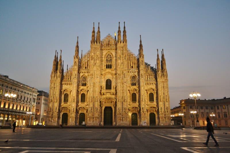 Quadrado do domo e a catedral em horas do amanhecer fotos de stock royalty free