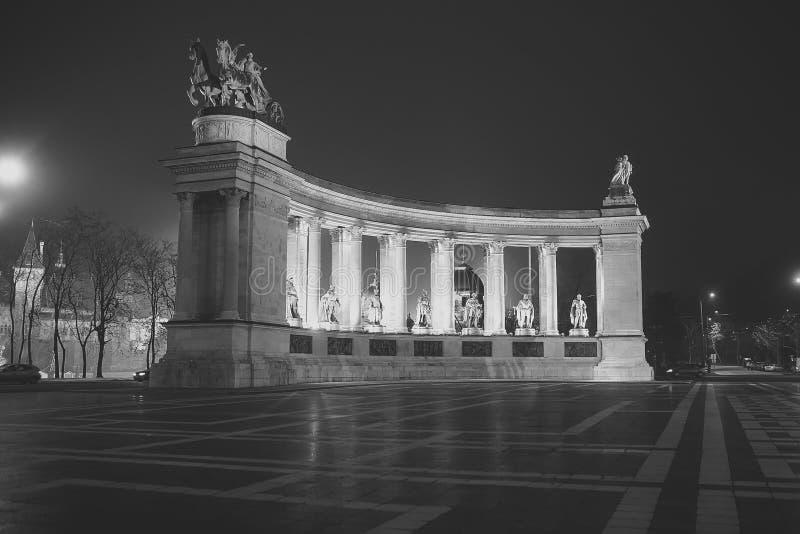 Quadrado do ` dos heróis em Budapest, Hungria imagens de stock