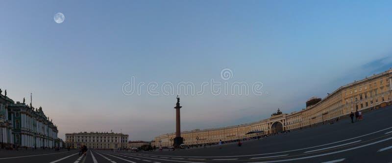 Quadrado do palácio, St Petersburg, Rússia imagens de stock royalty free