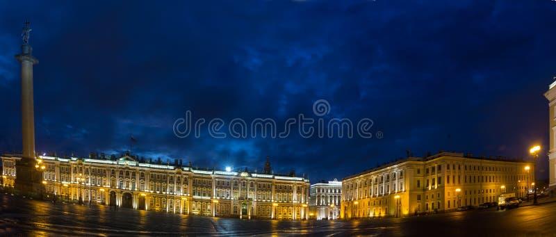 Quadrado do palácio, St Petersburg, Rússia foto de stock royalty free