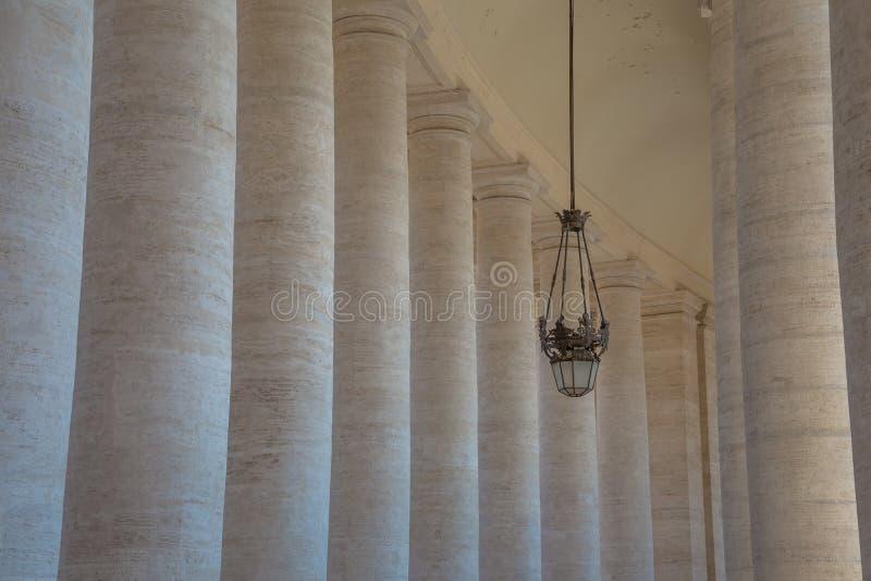 Quadrado do ` s de St Peter em Cidade Estado do Vaticano imagem de stock