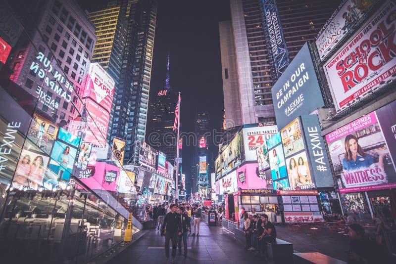 Quadrado do tempo em New York na noite fotografia de stock