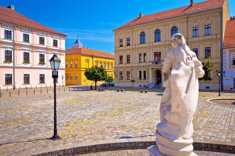 Quadrado do trinity santamente na cidade histórica de Tvrdja de Osijek foto de stock royalty free