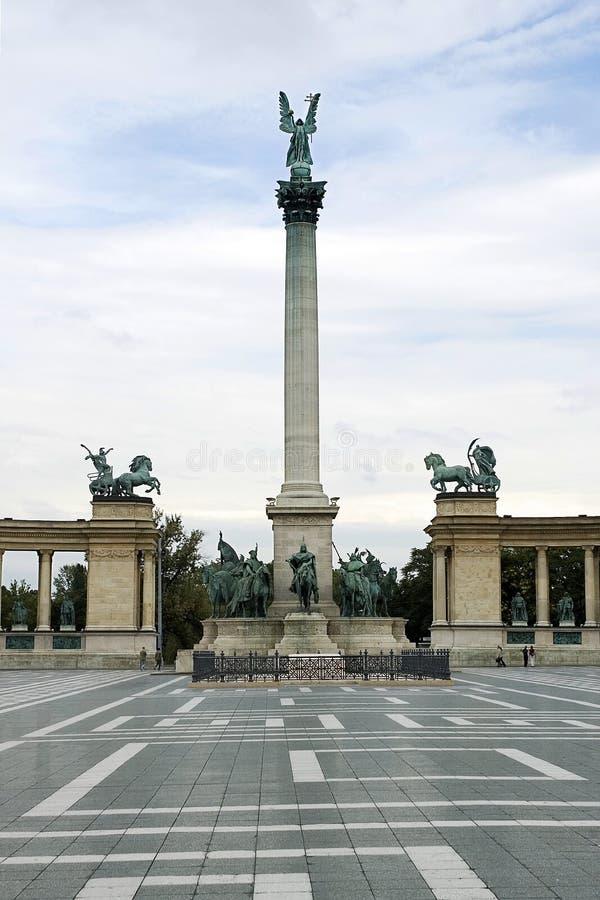 Download Quadrado Dos Heróis Em Budapest Imagem de Stock - Imagem de herói, hungarian: 10063865