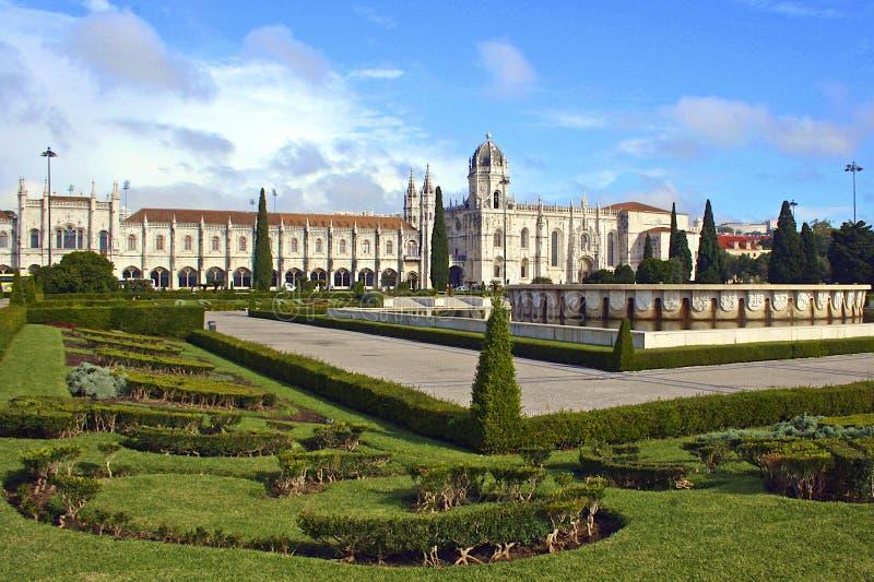Quadrado e monastério em Lisboa, Portugal fotos de stock royalty free