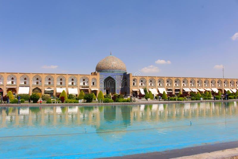 Quadrado e Sheikh Lotfollah Mosque de Naqsh-e Jahan em Isfahan, Irã imagens de stock