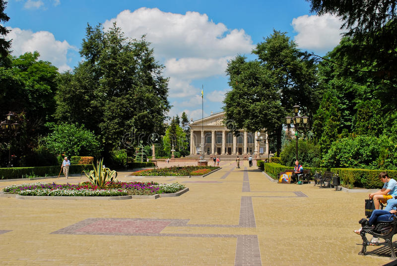 Quadrado em Ternopil, Ucrânia do teatro fotografia de stock