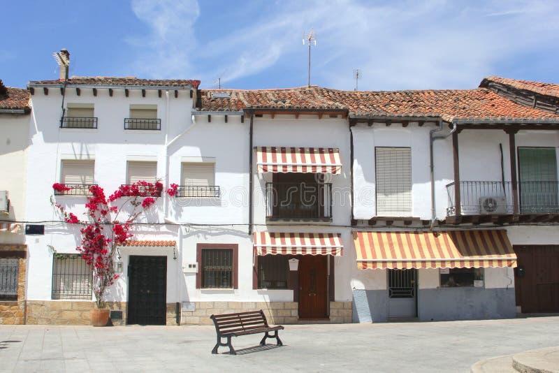 Quadrado idílico em Candelede, em Castile e em Leon, Espanha fotos de stock royalty free