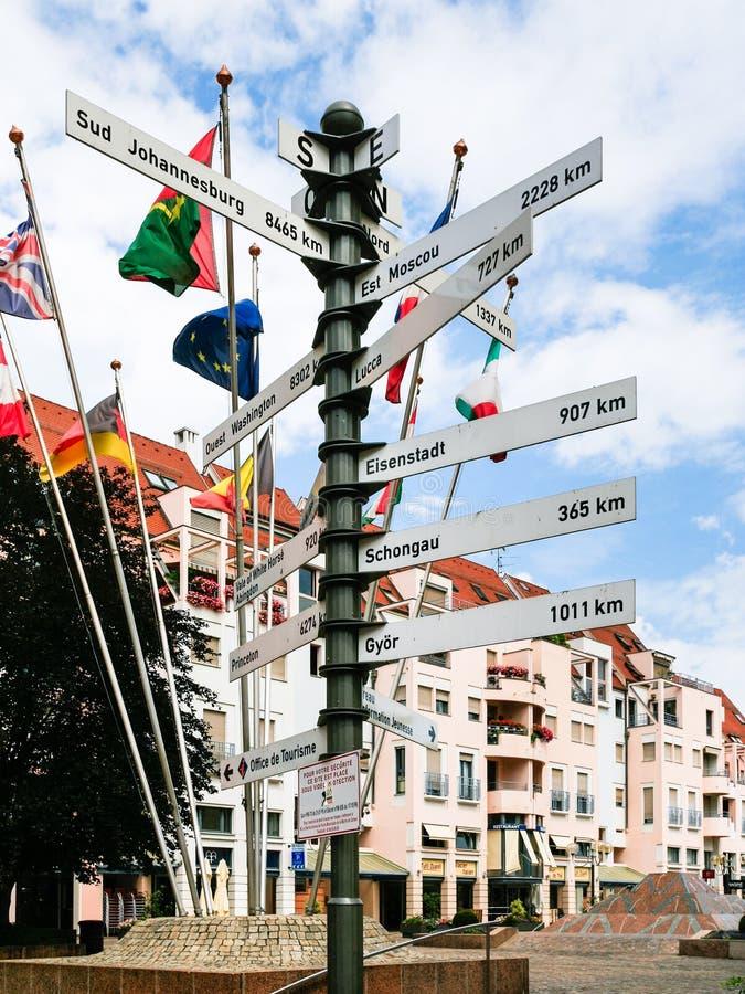 Quadrado Lugar de la Mairie na cidade de Colmar fotografia de stock