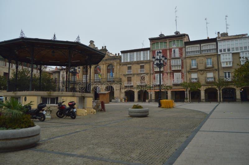 Quadrado principal de Haro With Its Picturesque Buildings Arquitetura, arte, história, curso imagem de stock