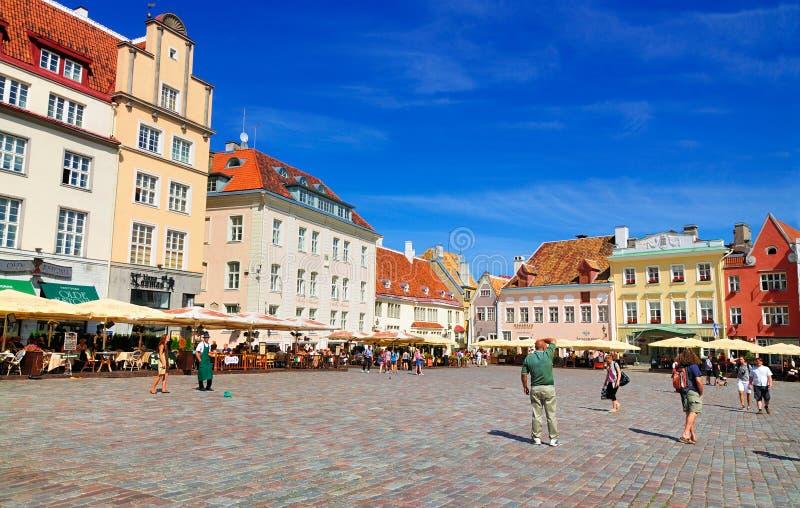 Quadrado principal de Tallinn, Estónia foto de stock royalty free