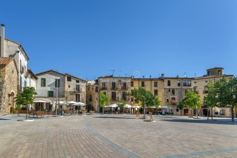 Quadrado principal em Besalu, Espanha fotos de stock