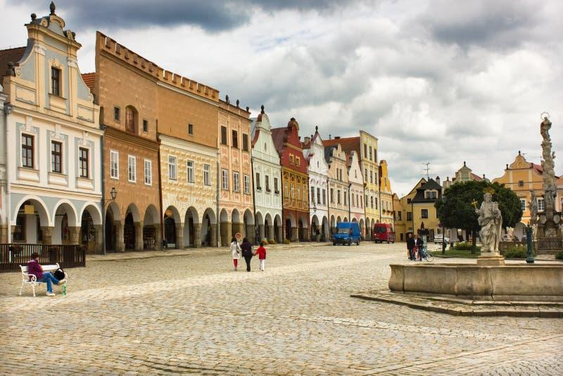 Quadrado principal na cidade medieval bonita de Telc, república checa foto de stock