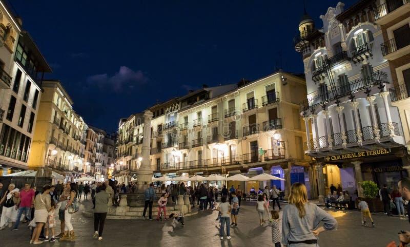 Quadrado vívido na noite em Teruel, Espanha imagem de stock royalty free