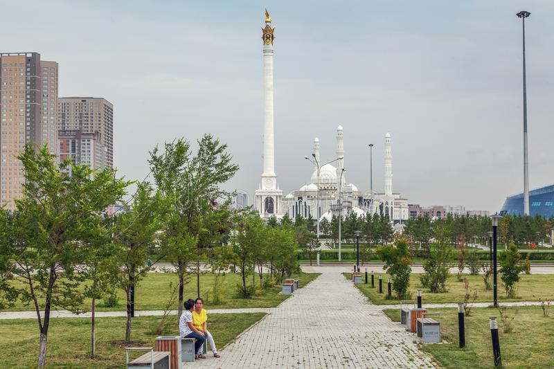 Quadrado verde na sultão de Hazret da mesquita em Astana kazakhstan fotos de stock royalty free