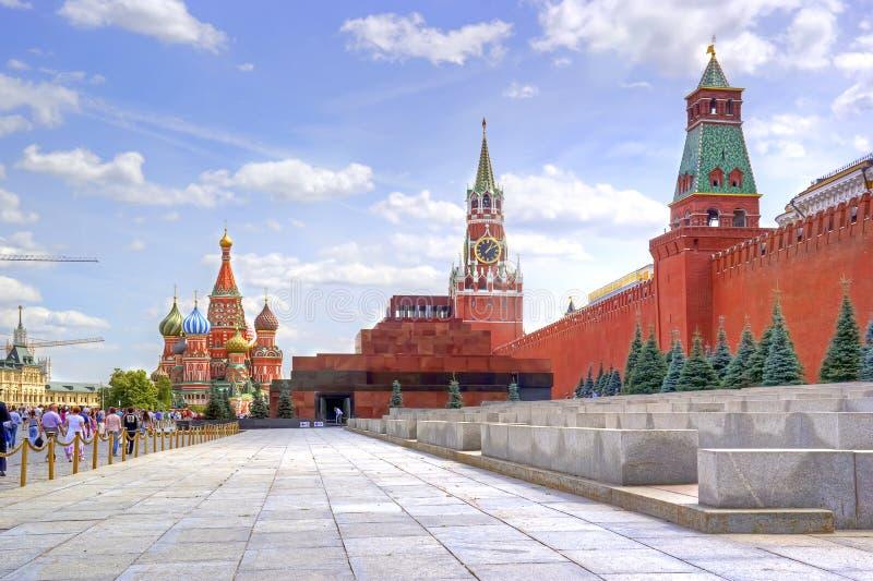 Quadrado vermelho Mausoléu de Lenin e de Kremlin fotos de stock royalty free