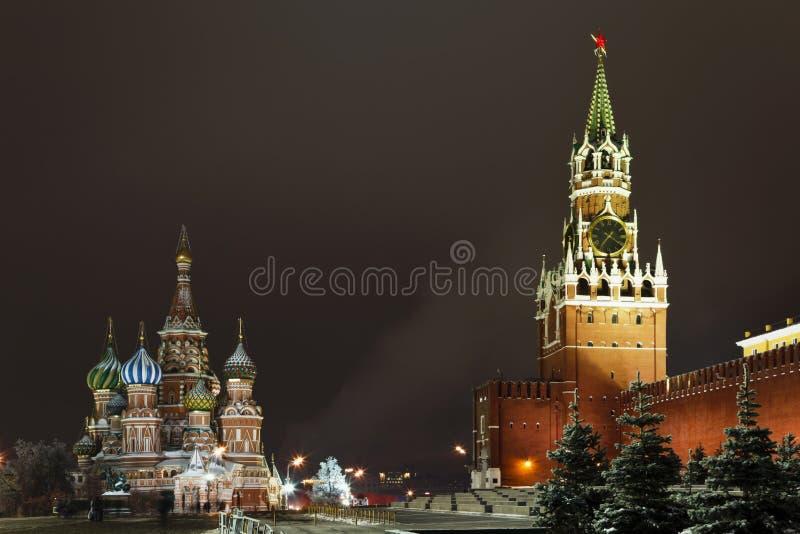 Quadrado vermelho na noite, Moscovo, Rússia fotografia de stock