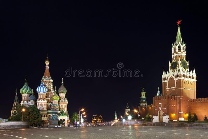 Quadrado vermelho na noite. Moscovo, Rússia. fotografia de stock royalty free