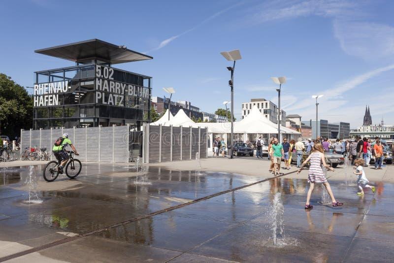 Quadrat beim Rheinauhafen in Köln, Deutschland stockbilder