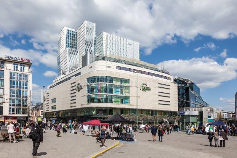 Quadrat in der Stadt von Frankfurt-Hauptleitung lizenzfreie stockbilder