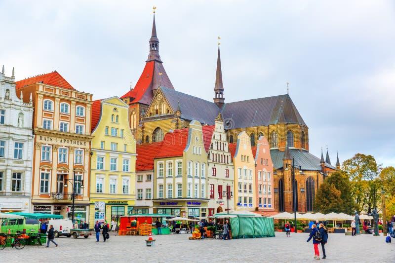 Quadrat des neuen Markts in Rostock, Deutschland lizenzfreies stockbild
