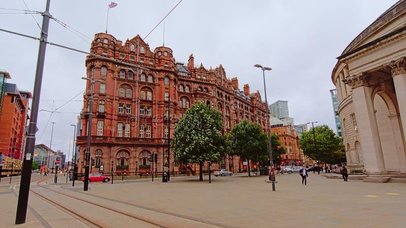 Quadrat mit altem Lager im victorian stylel in der Stadt von Manchester stockbilder