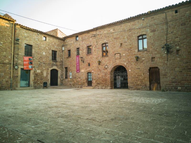 Quadrat Plaça Del Monestir in Estany-Dorf stockbild