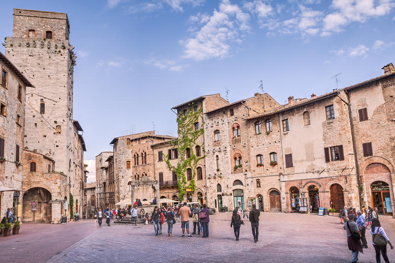 Quadrat in San Gimignano toskana Italien stockbilder