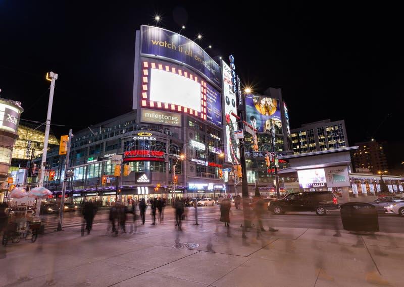 Quadrat Yonge und Dundas lizenzfreie stockfotografie