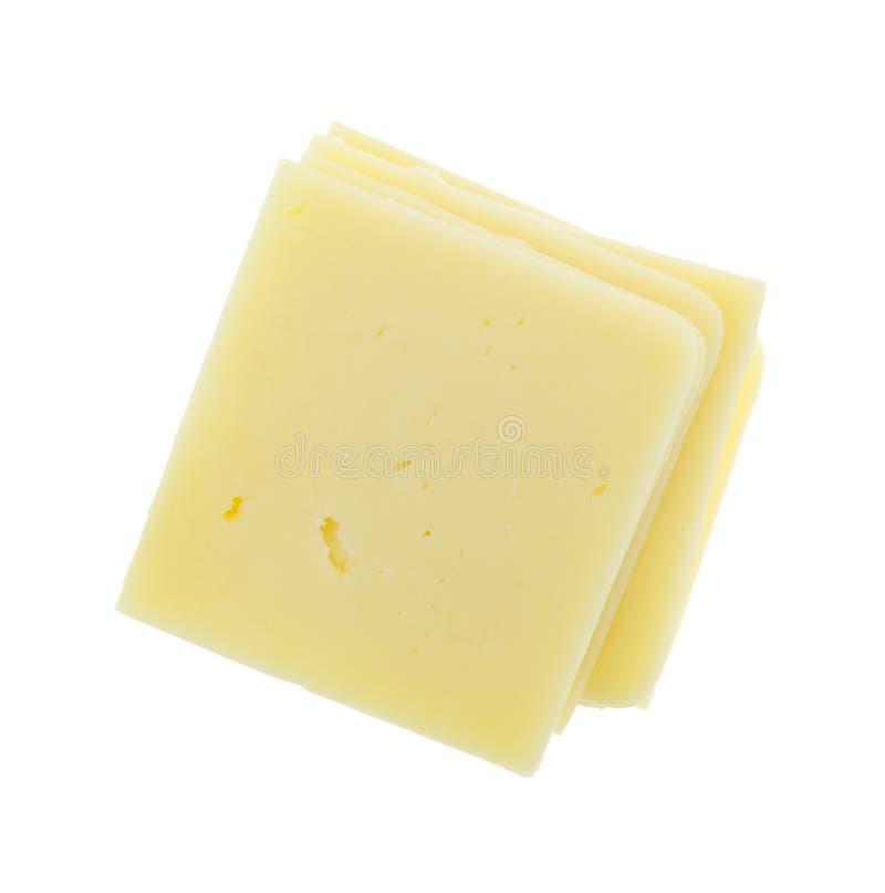 Quadratische Cheddar-Käse-Scheiben auf weißem Hintergrund stockfoto