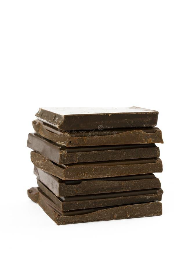 Quadratische Schokoladen-Stücke getrennt auf Weiß stockfotos