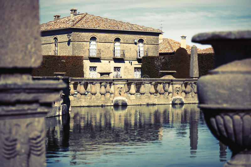 Quadratischer Brunnen Lazio, Italien lizenzfreies stockfoto