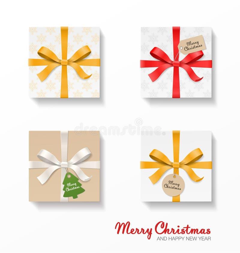 Quadratischer Geschenkboxsatz Gold, Rot, silberner Farbbogenknoten, Bänder, Kraftpapier-Ball und Baum hängen Tags Schneeflockenmu stock abbildung