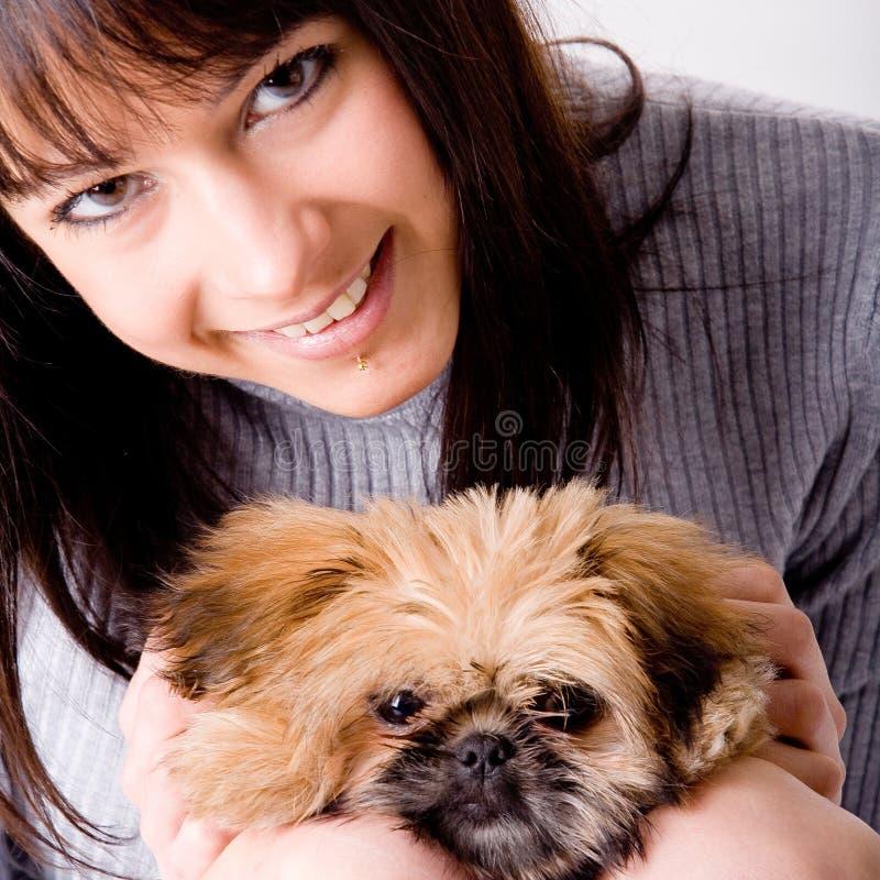 Quadratischer Hund und Mädchen lizenzfreie stockfotos