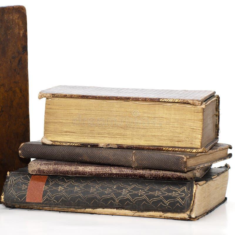 Quadratisches Bild eines Stapels sehr alter Bücher stockfotos