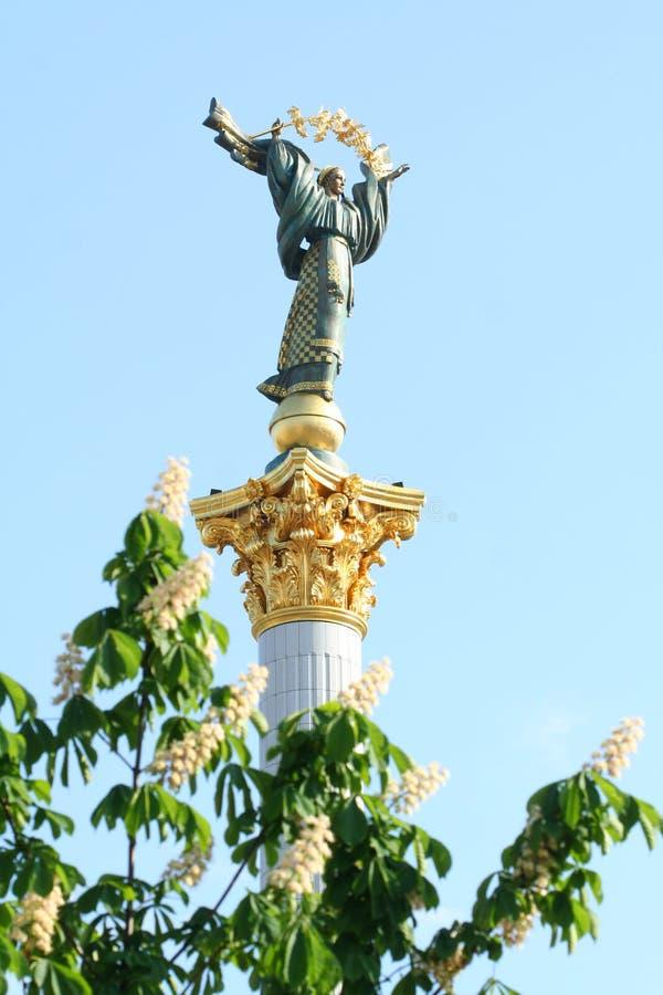 Quadratisches Denkmal der Unabhängigkeit lizenzfreie stockfotos