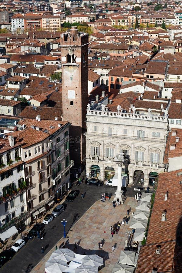 Quadrato centrale di vista aerea nella città di Verona, Italia fotografia stock libera da diritti
