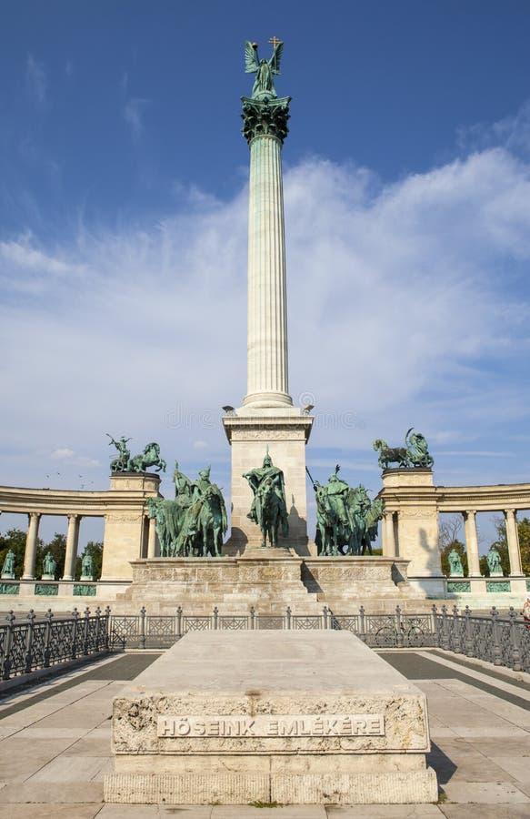 Quadrato degli eroi a Budapest fotografia stock