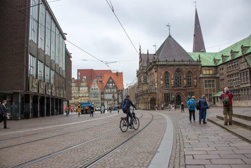 Quadrato del mercato centrale di Brema Punto di riferimento europeo della città Concetto di viaggio di estate immagini stock
