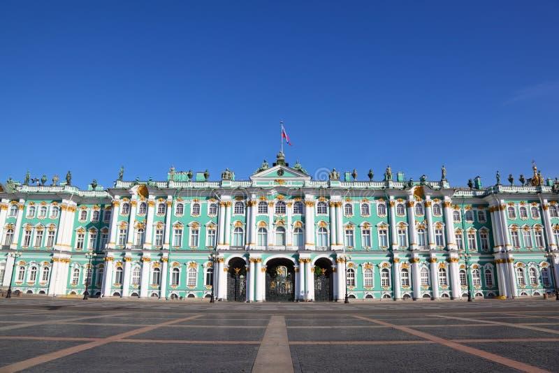 Quadrato del palazzo, museo dell'eremo. St Petersburg immagine stock