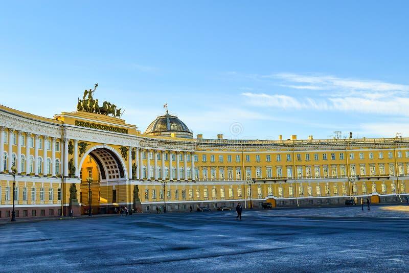 Quadrato del palazzo a St Petersburg, Russia fotografia stock libera da diritti