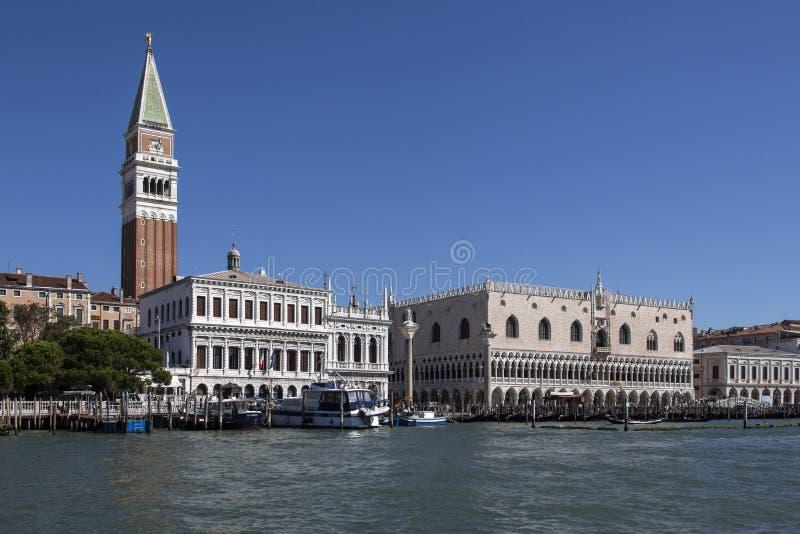 Quadrato del ` s di St Mark - campanile - Venezia - l'Italia fotografia stock