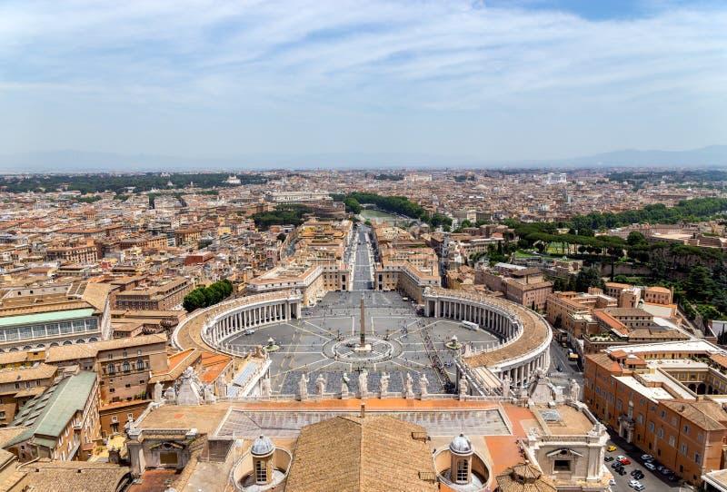 Quadrato del ` s di St Peter nel Vaticano e la vista aerea di Roma fotografia stock
