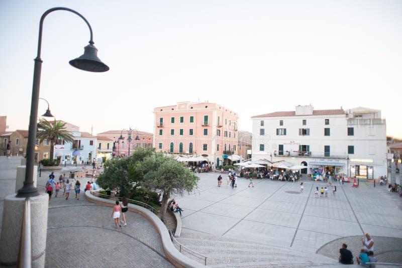 Quadrato della città Santa Teresa Gallura City, Sardegna, Italia fotografie stock libere da diritti