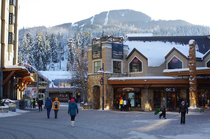 Quadrato della montagna nella stazione sciistica di Whistler fotografie stock