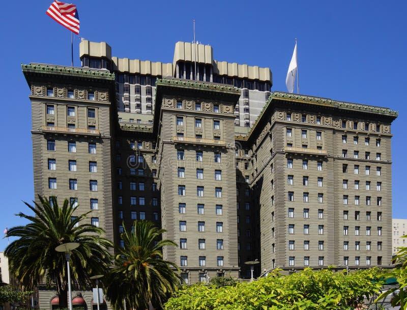 Quadrato di Alamo a San Francisco giù la città immagini stock
