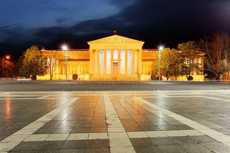 Quadrato di eroi - il museo delle belle arti a Budapest fotografia stock libera da diritti