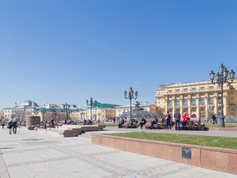 Quadrato di Manezh - turista a Mosca fotografia stock libera da diritti