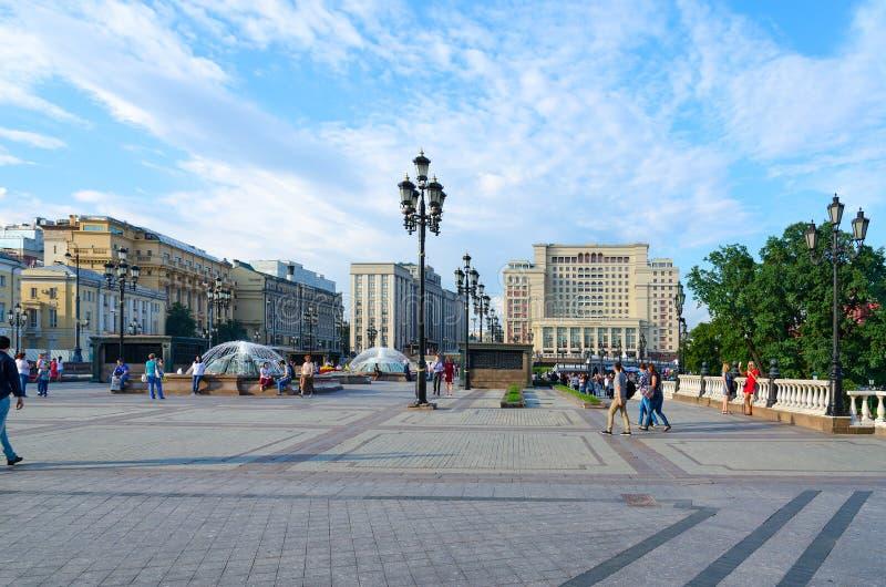 Quadrato di Manezhnaya Un hotel Mosca 5* di quattro stagioni e costruzione della duma di stato, Mosca, Russia fotografie stock